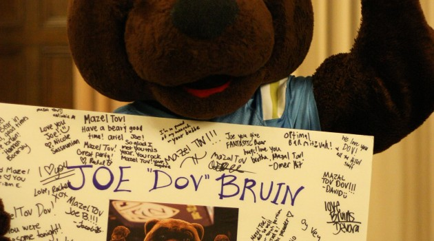 Joe Bruin proudly displays his sign board (Photo by Talia Kamdjou)