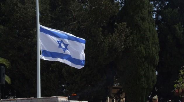 Israeli_flag_at_half_staff