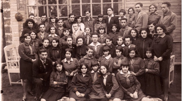 Hashomer_Hatzair_youth_group_of_the_city_Slonim_in_Poland,_1934